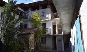Casale in centro storico a Brovello Carpugnino