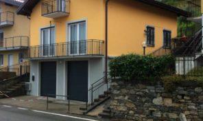 Villa con terreno vista Lago a Massino Visconti
