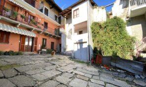 Casa di corte in centro a Massino Visconti