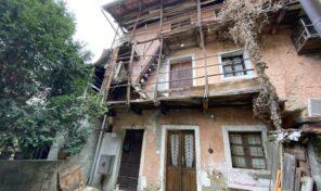 Casa di corte a Massino Visconti