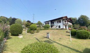 Villa indipendente a Nebbiuno con garage e giardino